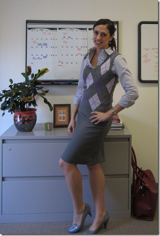 gray_skirt_sweater_vest 001