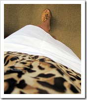 leopard_blouse_white_skirt 011