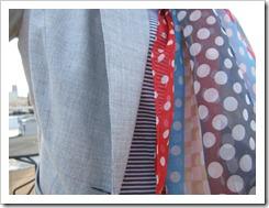 gray_blazer_jeans_polka_dots 007